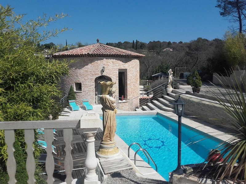 RIVIERA GAUDISSARD POOL  A/C up to 9 PERS, Ferienwohnung in Vence