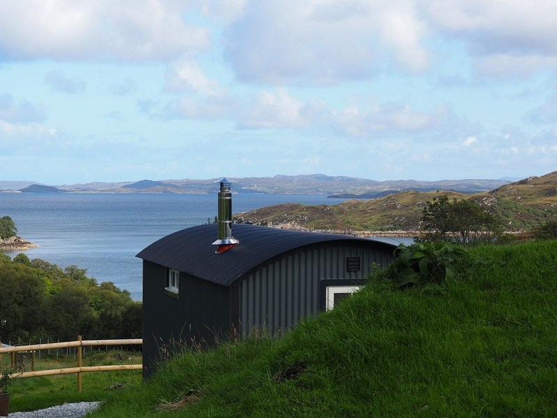 Rowan - A luxurious shepherd hut set amongst stunning scenery, location de vacances à Drumbeg