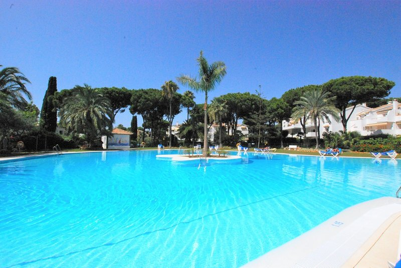 El Presidente 3 Bed Corner Penthouse, vacation rental in Benamara