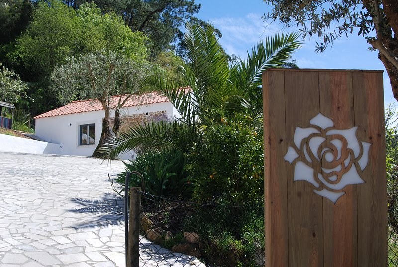 Stylish cottages on Portugese farm between the sea, orchards and woods, location de vacances à Vimeiro