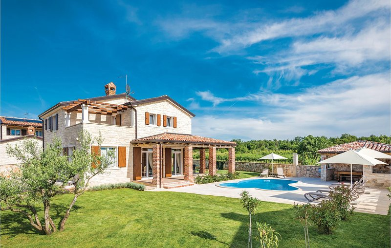 Nice home in Stifanici with WiFi and 3 Bedrooms (CIE862), vacation rental in Baderna