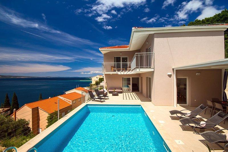 Villa MAM avec piscine privée de 28 m², 4 chambres à coucher, 5 salles de bain et salle de jeux