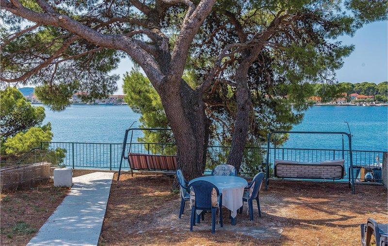 Awesome home in Sibenik-Brodarica with WiFi and 1 Bedrooms (CDJ658), alquiler de vacaciones en Krapanj