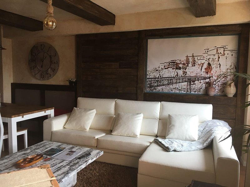 Nice apartment in Cuenca & Wifi, Ferienwohnung in Valdecabras