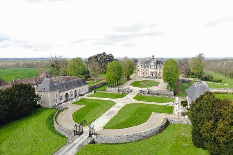 The buildings of Chateau la Trousse estate