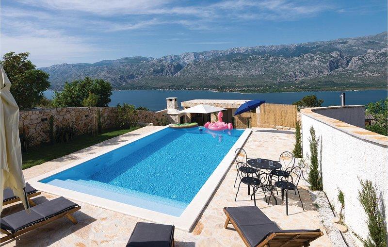Amazing home in Vinjerac with Sauna, WiFi and Outdoor swimming pool (CDA560), casa vacanza a Vinjerac