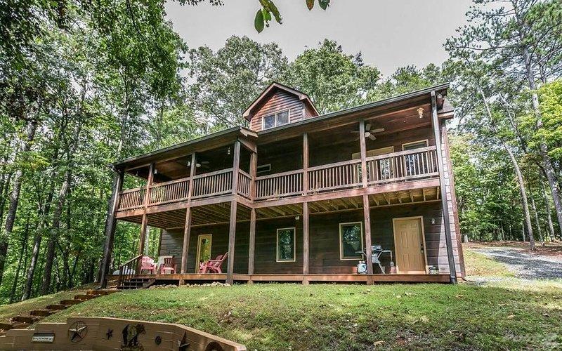 Blue Garnet Cabin, Ellijay, GA Blue Ridge Mountains, vacation rental in Oakman