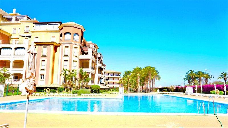 My Sunny Apt - Isla Canela, 2 dormitorios, con piscina y jardín, holiday rental in Isla Canela