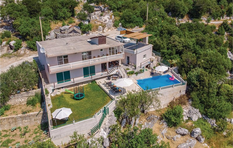 Amazing home in Ploce with WiFi and 2 Bedrooms (CDR343), holiday rental in Rogotin