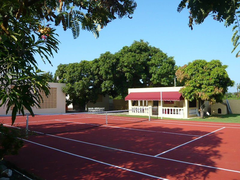 Bungalow In Tropical Garden With 2 Pools Tennis, aluguéis de temporada em Peravia Province
