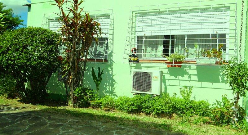 Apartamento Completo 2 Dormitórios, holiday rental in Porto Alegre