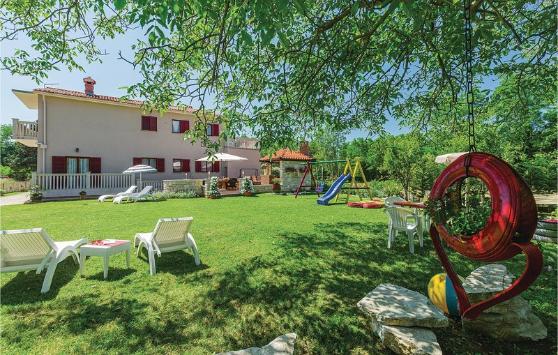 Awesome home in Nedescina with WiFi and 3 Bedrooms (CIK799), location de vacances à Nedescina