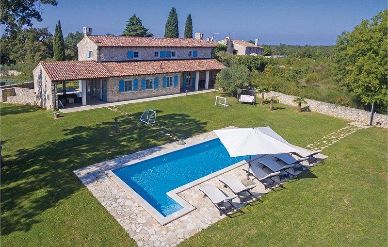 Luxueuze villa met mooi aangelegde tuin (CIL761), holiday rental in Divsici