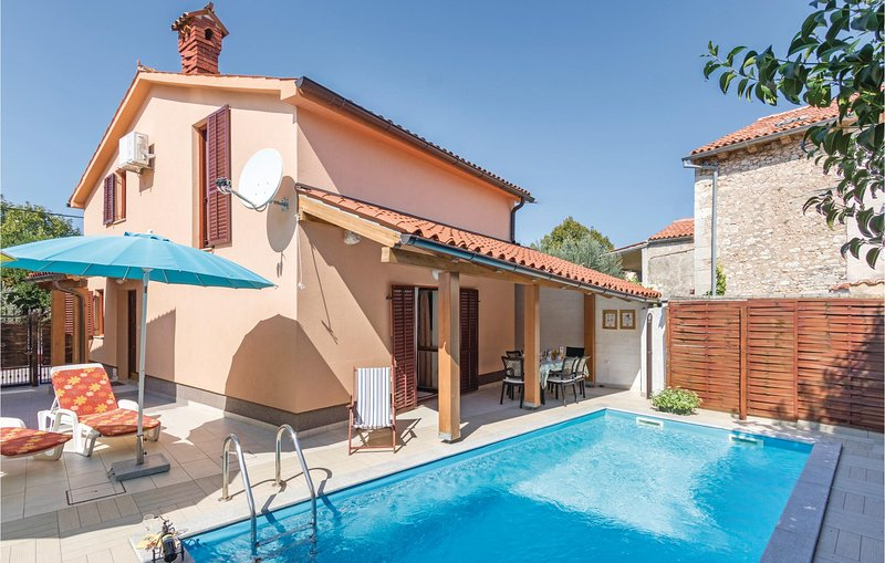 Stunning home in Pula with 3 Bedrooms (CIB298), holiday rental in Pomer