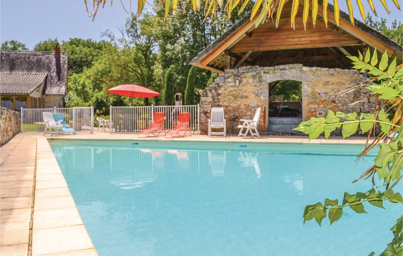 Beautiful home in Padirac/Bascoul with Outdoor swimming pool and 5 Bedrooms (FML, holiday rental in Carennac