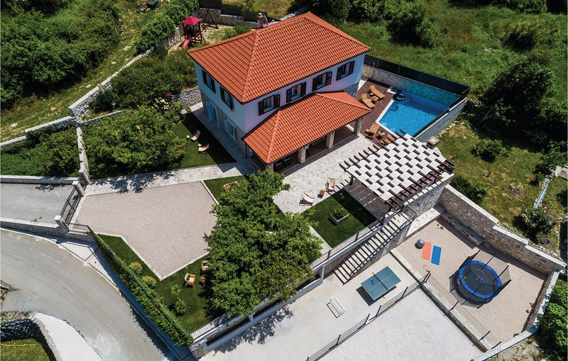 Awesome home in Dubravka with WiFi and 5 Bedrooms (CDD520), holiday rental in Dunave Krajnje