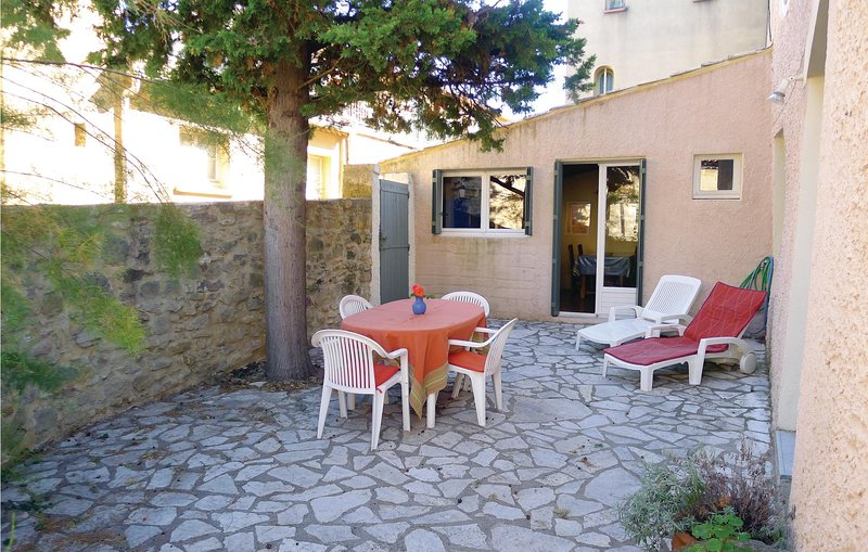 Nice home in St Quentin la Poterie with 1 Bedrooms (FLG221), holiday rental in Vallabrix