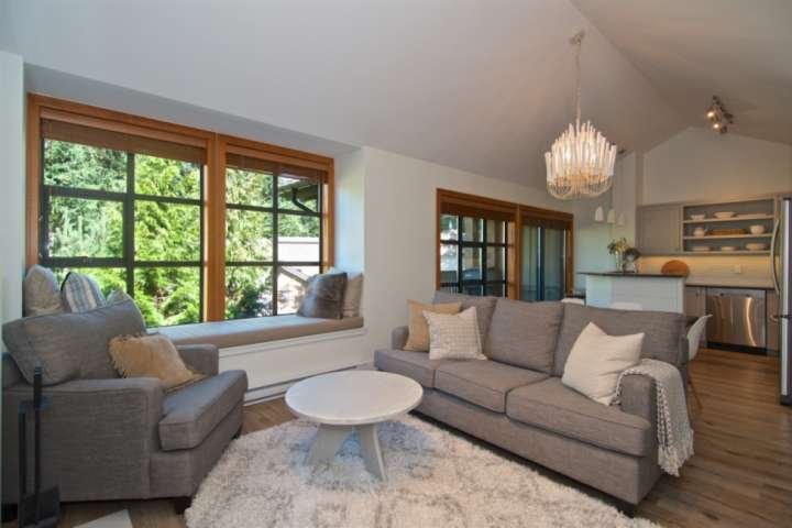 Stunning newly remodeled - spacious townhome in Upper Village. Great for Familie, alquiler de vacaciones en Pemberton