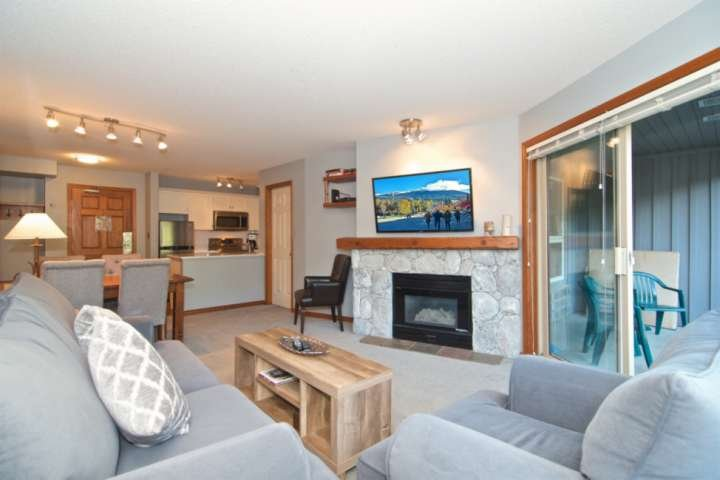 Professionally managed and cleaned:  ski in/ski out property with mountain views, holiday rental in Whistler