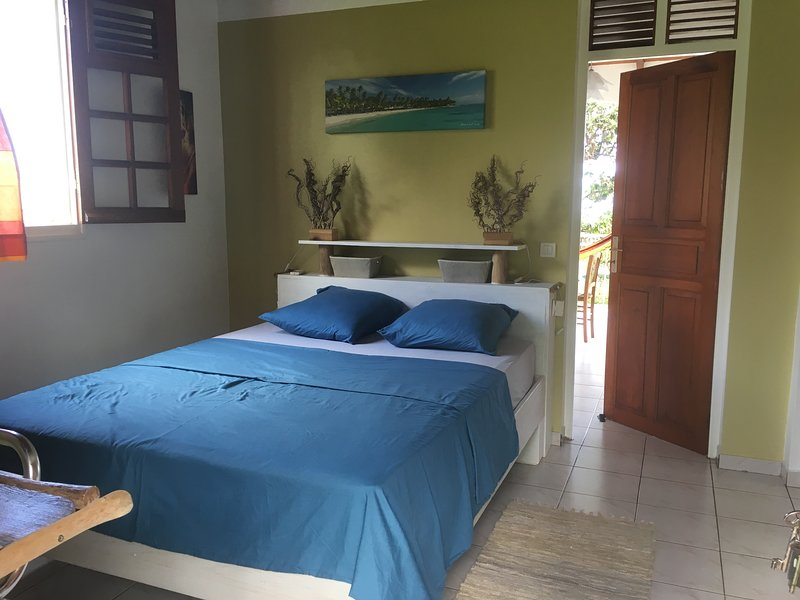 Le repaire des Caraïbes 2 avec sa  vue exceptionnelle sur les îles des saintes, holiday rental in Trois Rivieres