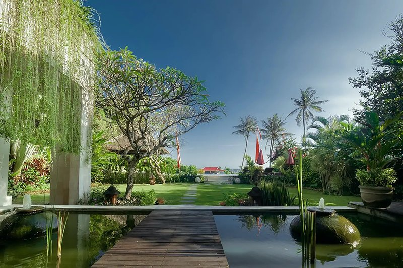 ABSOLUTE BEACHFRONT PARADISE 7 BDR, NORTH SEMINYAK, Perfect For All Ages!, holiday rental in Seminyak