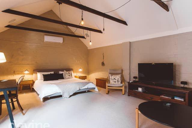 Hayloft on Elizabeth - Inner city 1 bedroom  Loft, vacation rental in Rosny Park