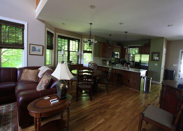 Sala de estar mirando a la cocina
