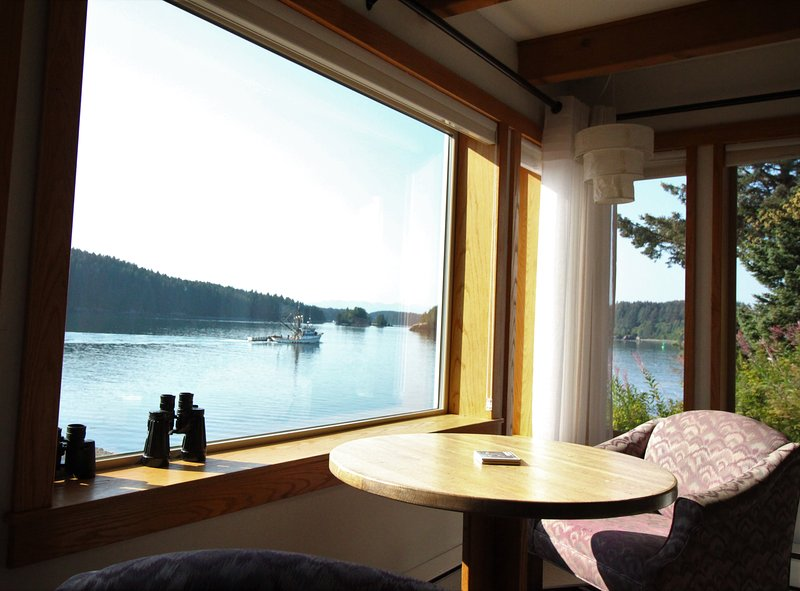 Beachside Retreat - Oceanfront home on main channel, location de vacances à Île de Kodiak