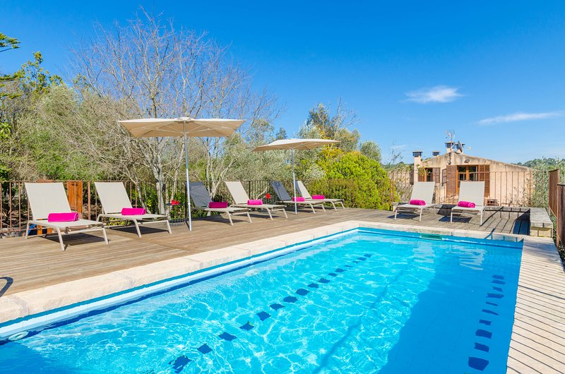 YourHouse Toni de sa Bogura, charming country house with pool for 10 guests, vacation rental in Sant Llorenç des Cardassar