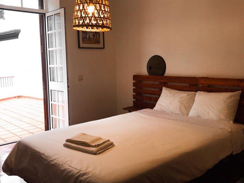 Jaca Hostel, Suite Room - Private Bathroom, vacation rental in Porto da Cruz