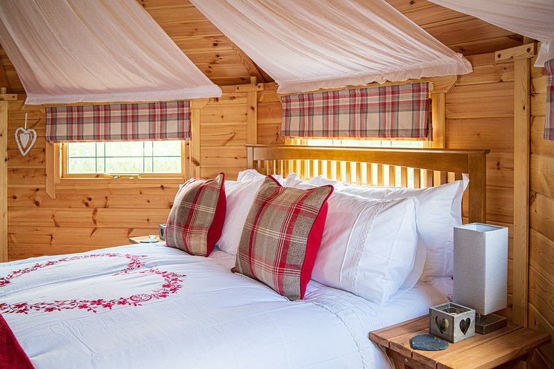 Mad Hatters Campsite & Glamping Queen of Hearts Cabin, location de vacances à Littleport