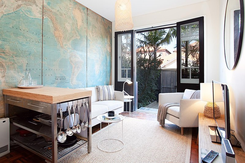 Charming Townhouse Just Steps From the Beach, vacation rental in Bondi