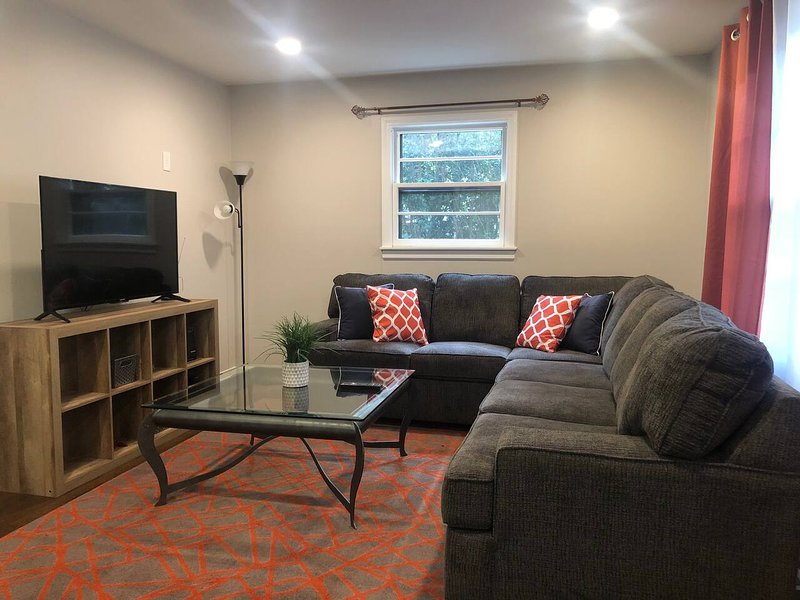 Corporate Private Rooms w/ FREE LYFT RIDE!, vacation rental in Fuquay-Varina