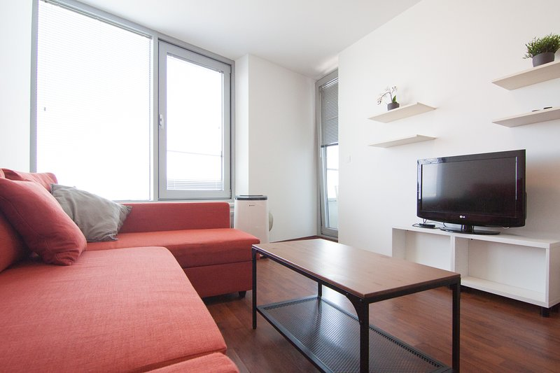 Juls Apartment /w parking and AC in 3 Towers, holiday rental in Samorin