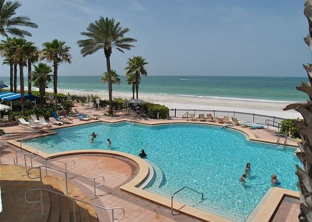 Tides 642 Beach Front Paradise!!-Luxurious pools-Hot tubs-Grills!, vacation rental in North Redington Beach
