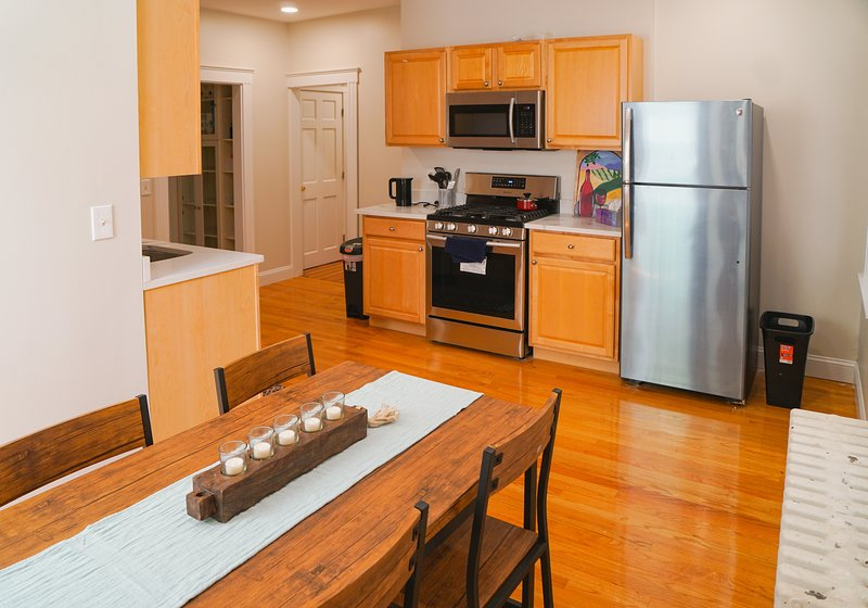 Cozy 2b at heart of Cambridge, walk distance to both MIT and Harvard, holiday rental in Everett