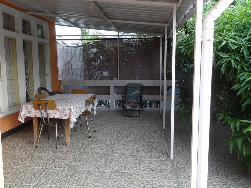 Nice apartment with shared pool, location de vacances à Bambous