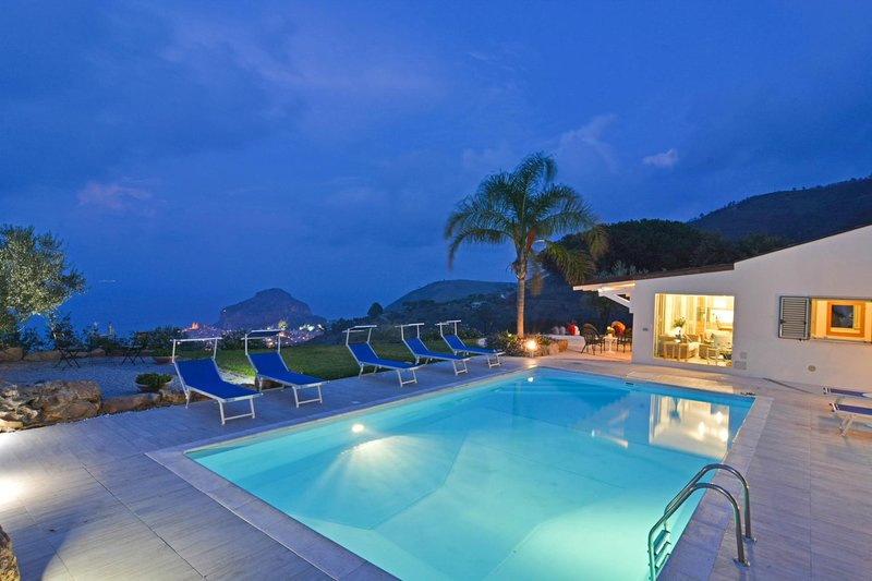 Mazzaforno Villa Sleeps 8 with Pool Air Con and WiFi - 5679471, holiday rental in Gratteri