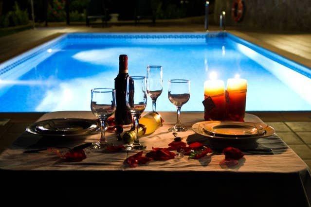 Spacious villa with swimming-pool, location de vacances à Hinojares