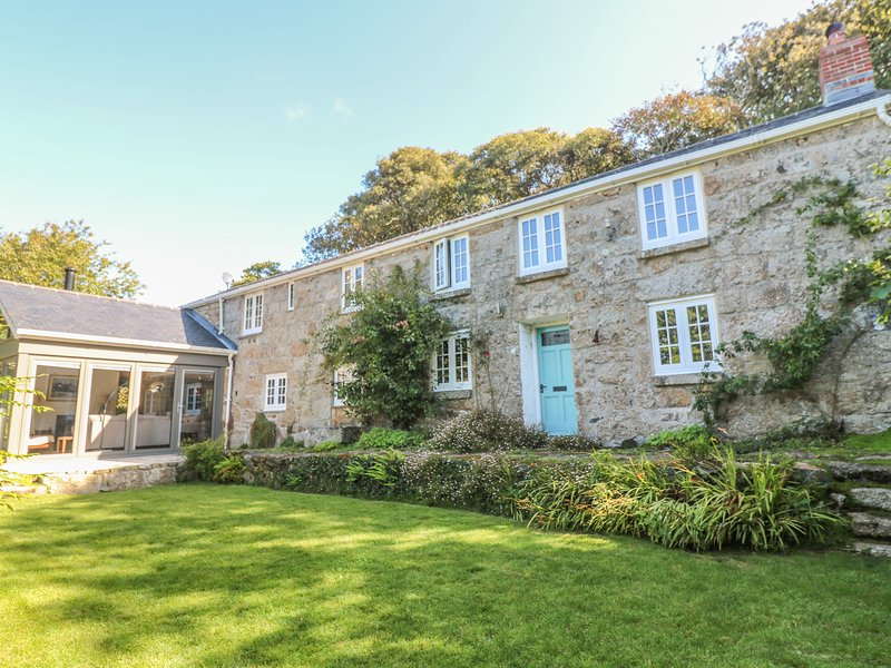 ROS VALE, large, cosy yet contemporary, WiFi, near St Buryan, vacation rental in St Buryan