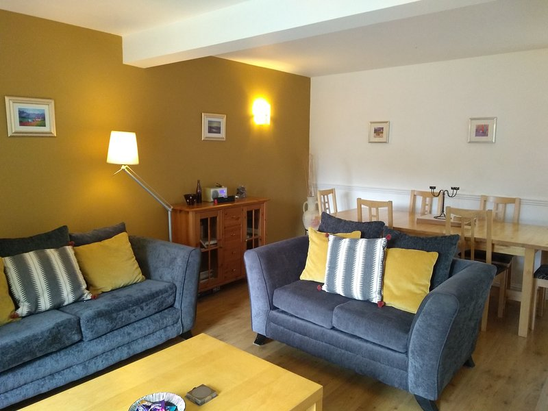 Hamilton Cottages Arran- Shurig Cottage with family games room and gardens, vacation rental in Kildonan