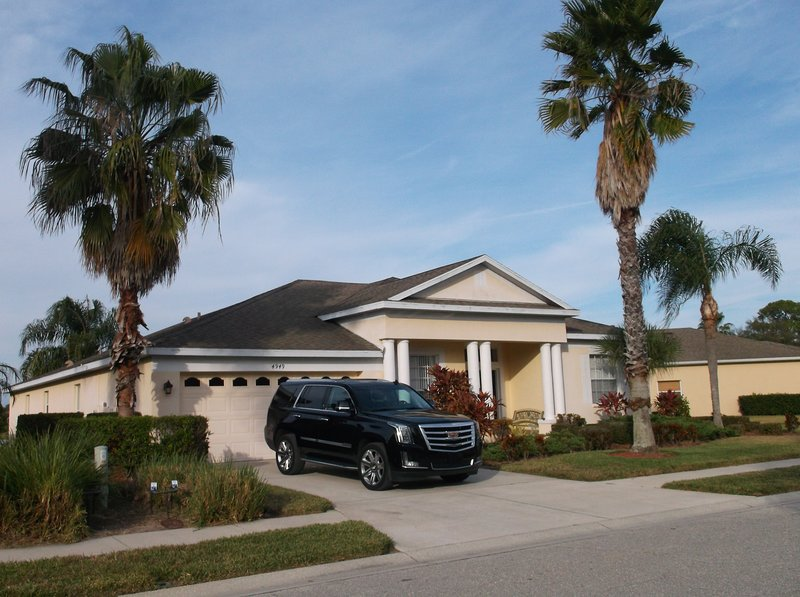 5 bedroom luxury home with pool and lake view, vacation rental in Bradenton