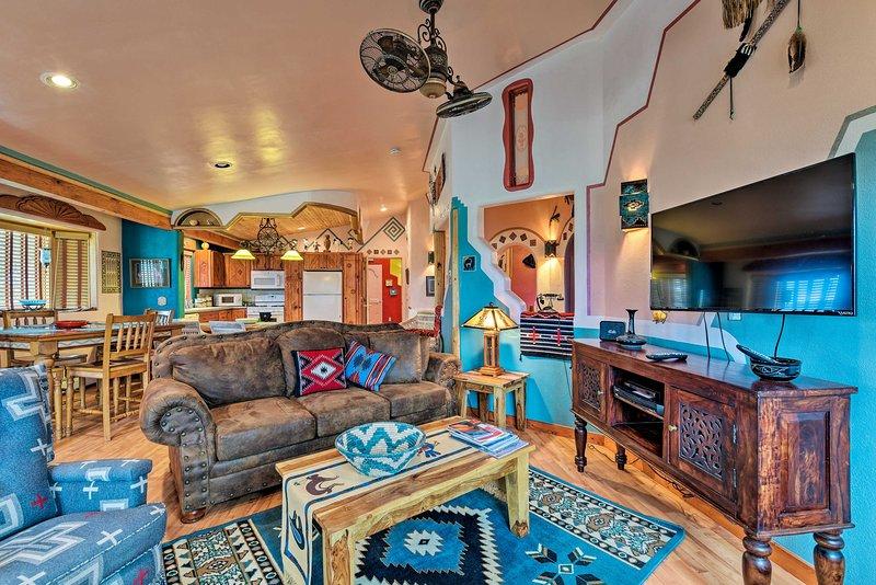 House on 1 ½ Acres - 30 Mins. to Taos Ski Valley!, casa vacanza a El Prado