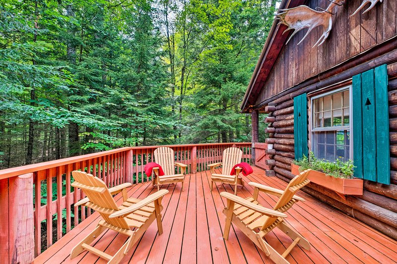 Private Wooded Cabin, 8 Mi to Sundance Ski & Town!, holiday rental in Wilmington