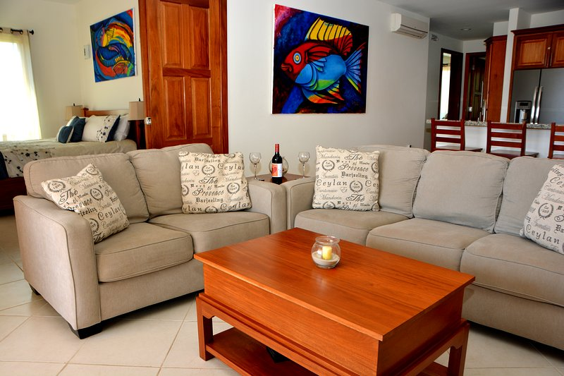 "Villas at Cocoplum - #421, 3 Bedroom Apartment, ""Casa de Lala"", vacation rental in Seine Bight Village"