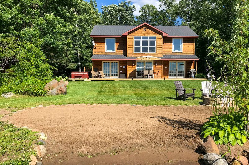 Waterfront Home on Long Lake w/Dock & Beach!, holiday rental in Vineland