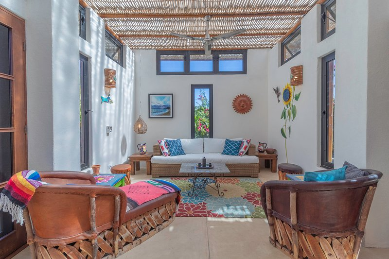 Architect designed home with sweeping views of the mountains and ocean, vacation rental in El Pescadero