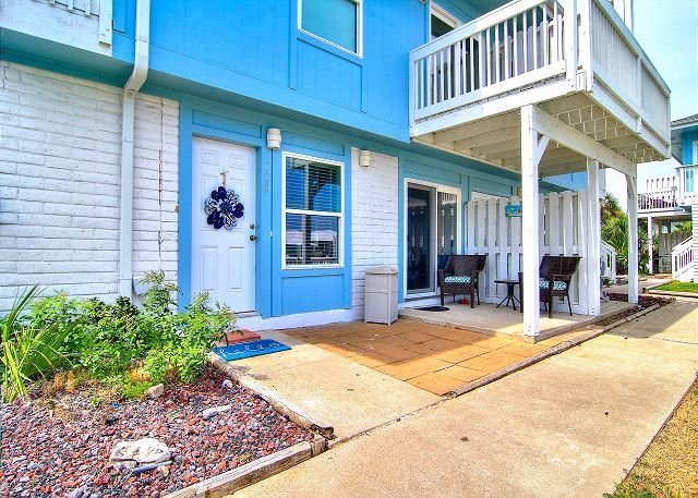 Fabulous,newly remodeled condo. Beach Access! 2 Community Pools!, holiday rental in Port Aransas