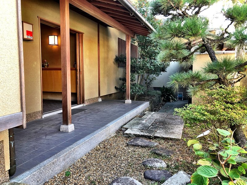 Just 30 mins from Namba  Experience traditional Japanese house & home stay, holiday rental in Osaka Prefecture
