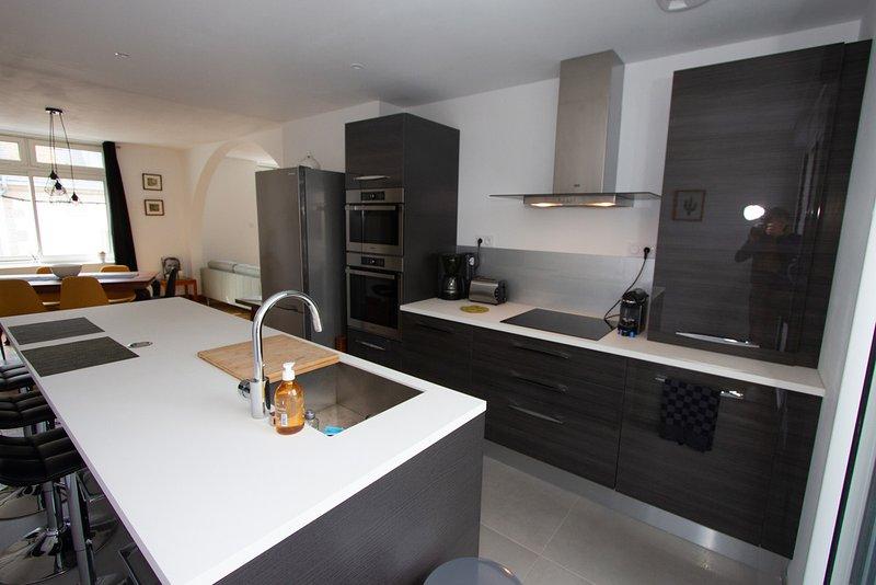 Bel appartement spacieux - Centre ville et plages - terrasse, aluguéis de temporada em Concarneau